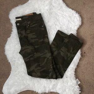Levi's camo skinny jeans